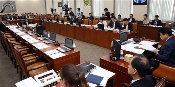 과방위 인사청문계획서 채택…한상혁·최기영 청문회 예정대로 진행